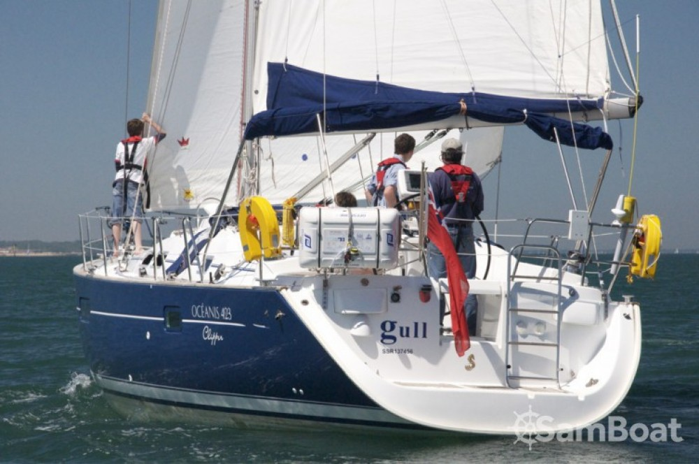 Rental yacht Eastleigh - Bénéteau Oceanis 423 on SamBoat