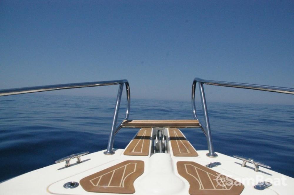 Boat rental  cheap Tempest 900 WA