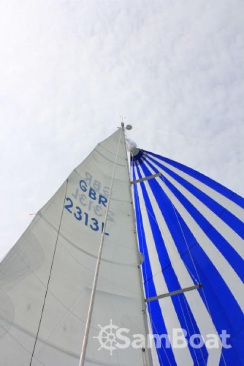 Rent a Bénéteau Oceanis 423 Eastleigh