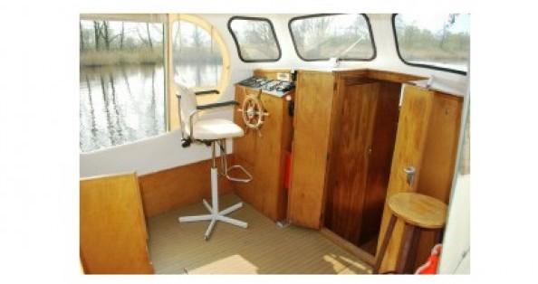 Boat rental Bies Motortjalk Bies in Saint-Nicolas des Eaux on Samboat