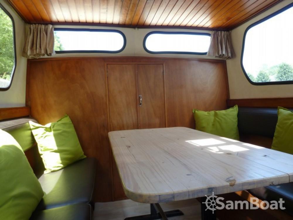 Rental Canal boat in Saint-Nicolas-des-Eaux - Bies Motortjalk Bies