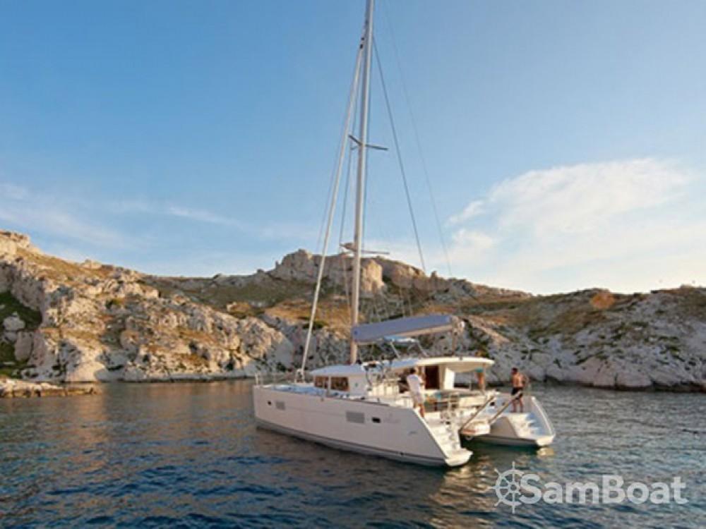 Boat rental Lagoon Lagoon 400 S2 in Athens on Samboat