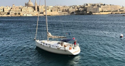 Boat rental Bénéteau Cyclades 43.3 in Il-Kalkara on Samboat