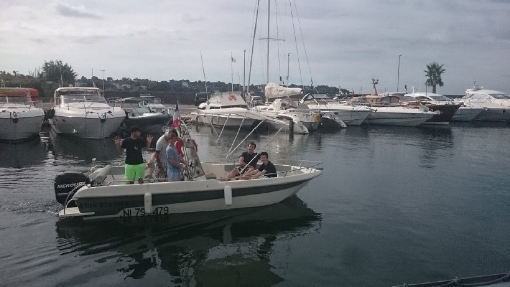 Hire Motor boat with or without skipper Ultramar Antibes