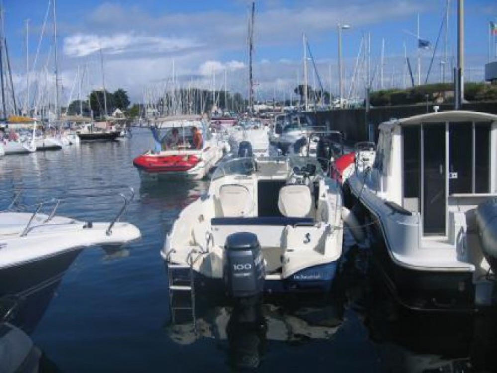 Hire Motor boat with or without skipper Bénéteau Piriac-sur-Mer