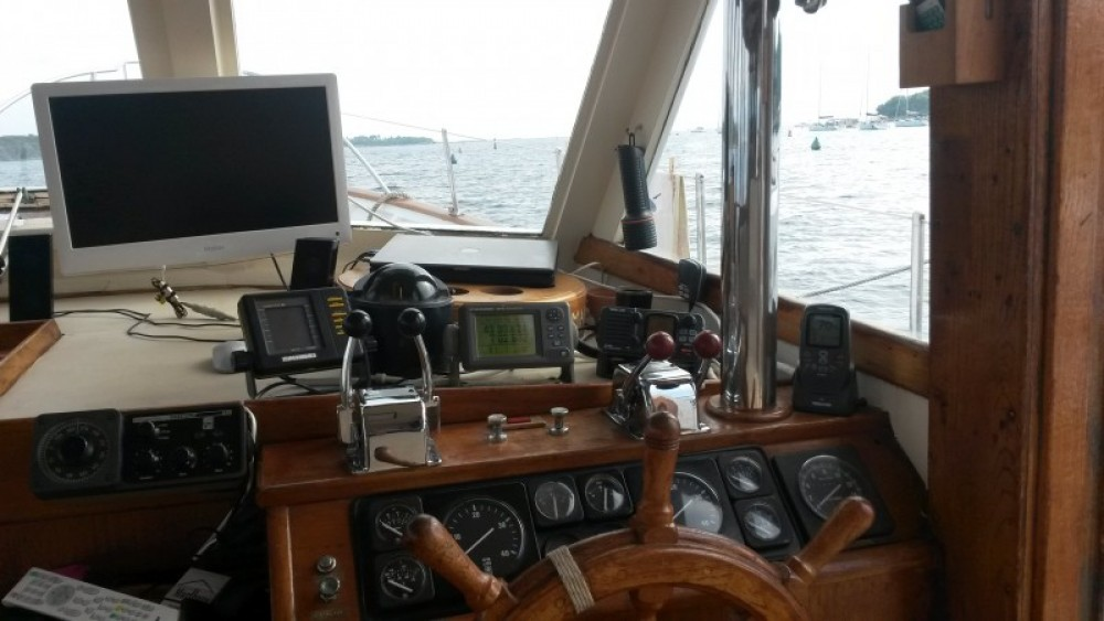 Hire Motor boat with or without skipper Island Gypsy Villeneuve-Loubet