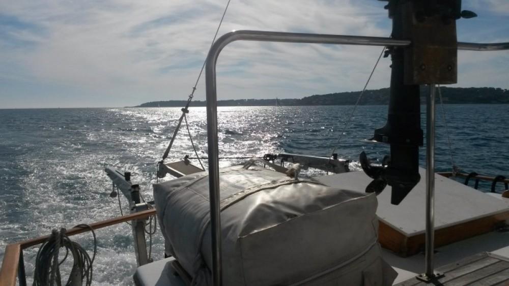 Motor boat for rent Villeneuve-Loubet at the best price