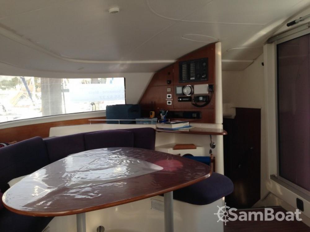 Boat rental Fountaine Pajot Lavezzi 40 in La Rochelle on Samboat