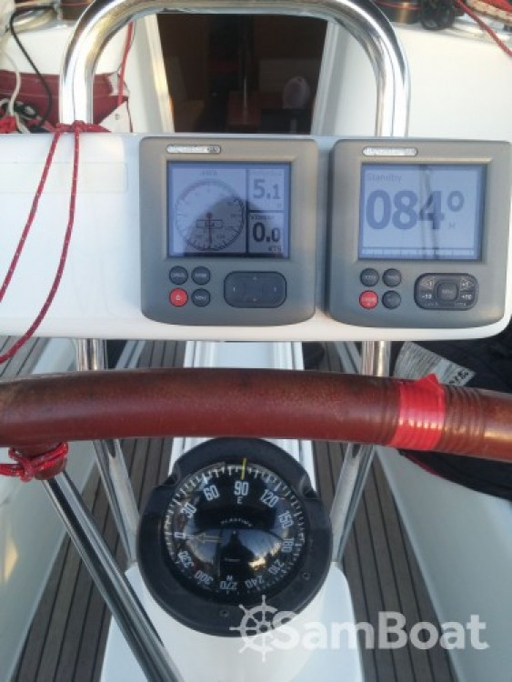 Hire Sailboat with or without skipper Jeanneau Cannes