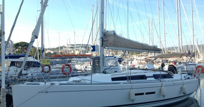 Sailboat for rent Sanary-sur-Mer at the best price