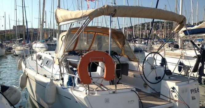 Boat rental Dufour Dufour 375 in Sanary-sur-Mer on Samboat