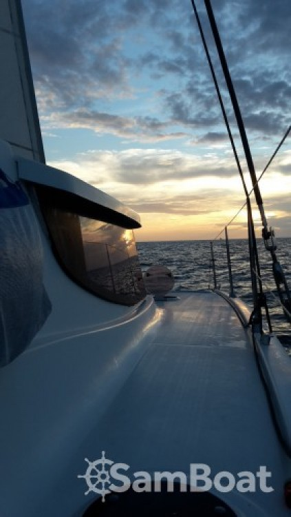 Rental yacht Baie-Mahault - Fountaine Pajot Mahe 36 on SamBoat
