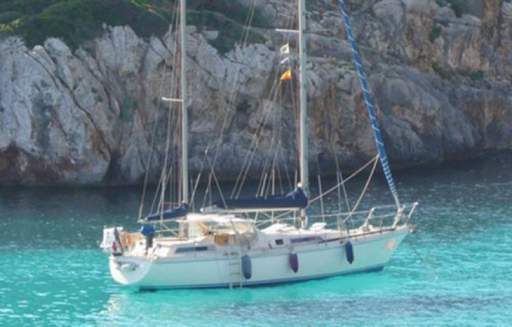 Hire Sailboat with or without skipper Amel Cogolin