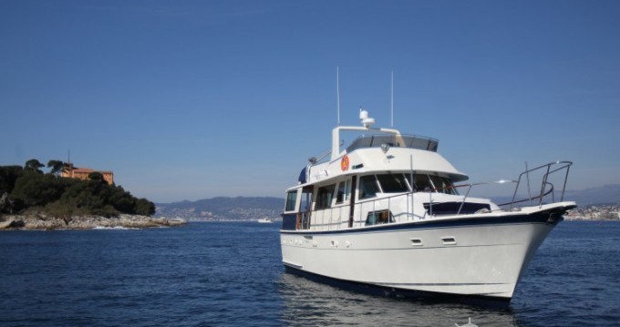 Hatteras M/Y 56' between personal and professional Antibes