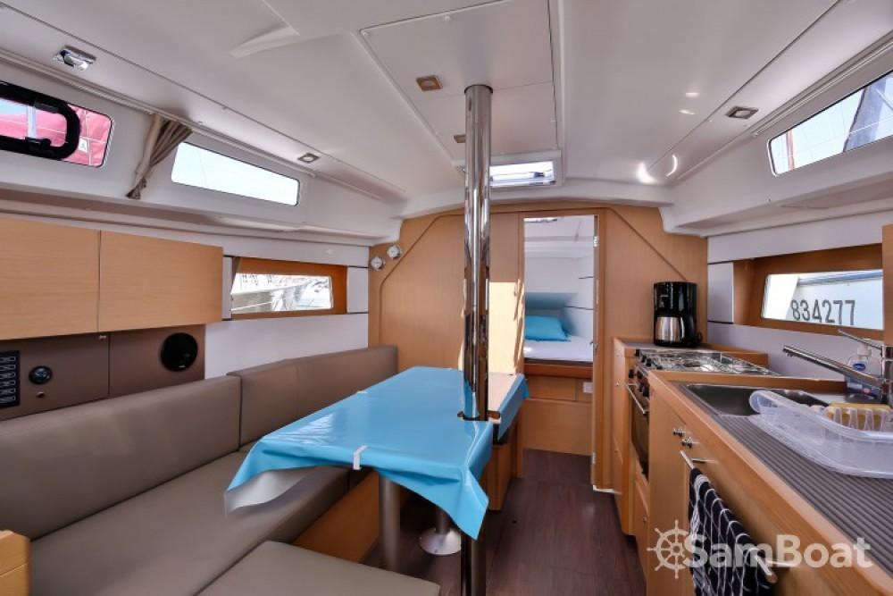 Boat rental Les Sables-d'Olonne cheap Oceanis 35