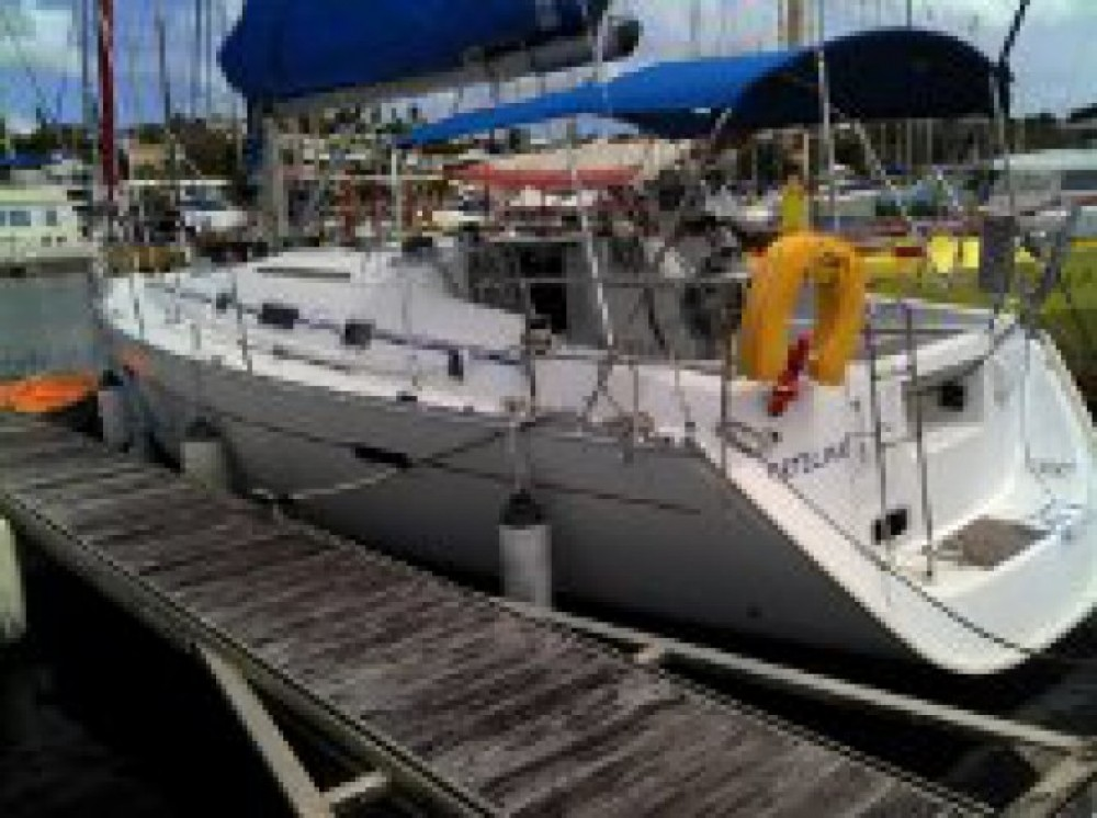 Rental Sailboat in Pointe-à-Pitre - Bénéteau Oceanis 343
