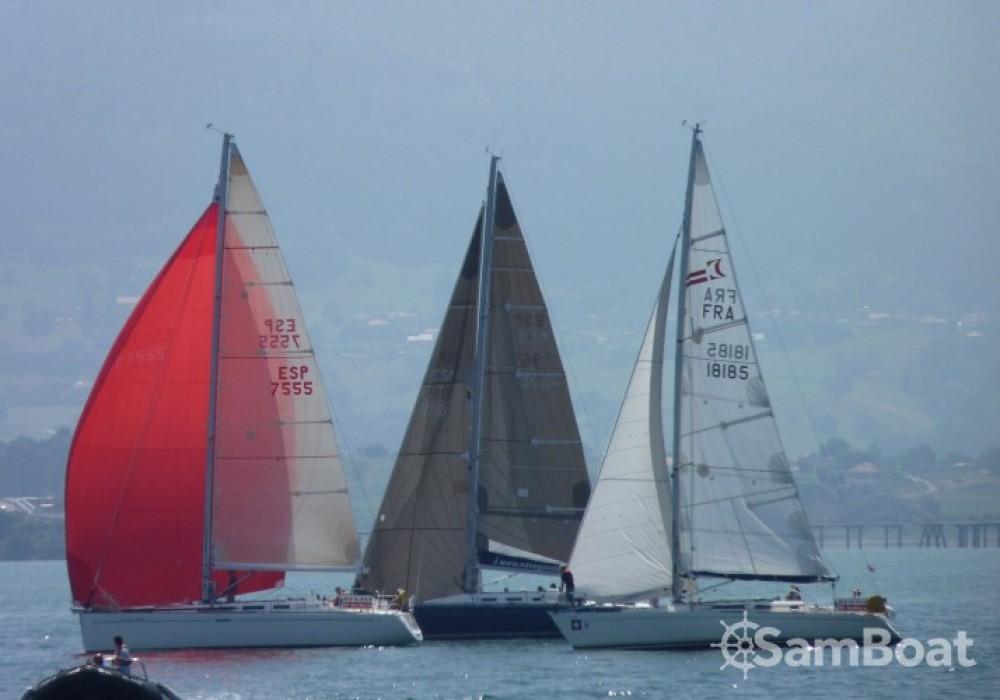 Hire Sailboat with or without skipper Bénéteau Saint-Sébastien