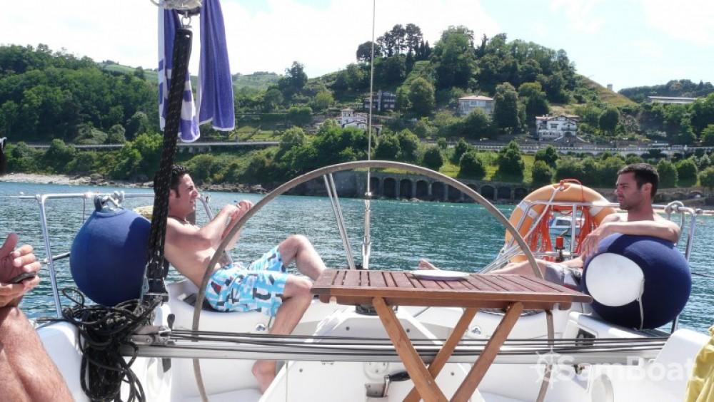 Sailboat for rent Saint-Sébastien at the best price