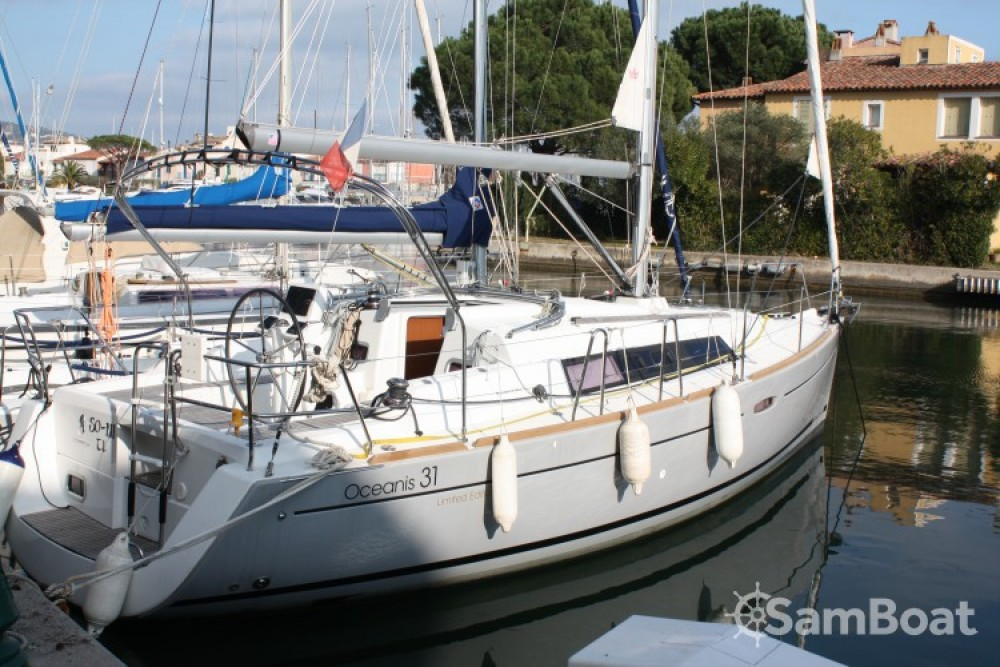 Boat rental Port Grimaud cheap Oceanis 31