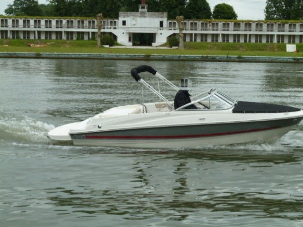 Boat rental Bayliner Bayliner 185 BR in La Rochelle on Samboat