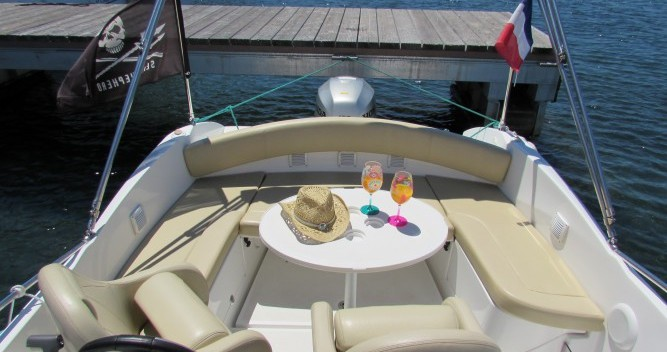 Rent a Bénéteau Flyer 650 Sun Deck Cannes
