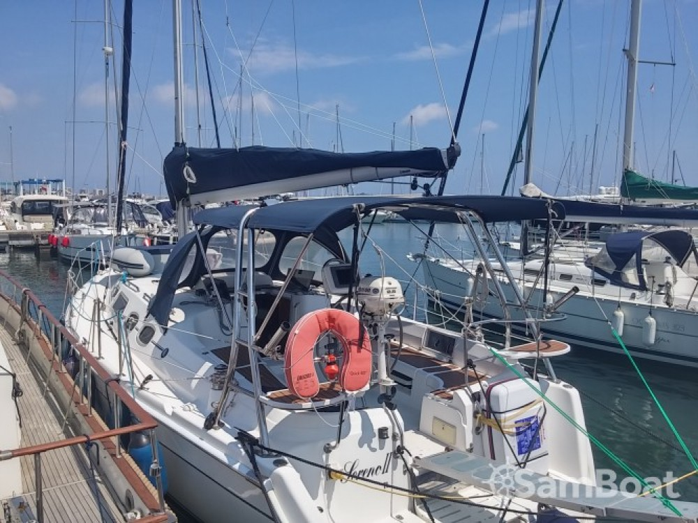 Rent a Hunter-Marine Hunter 36 Port Camille Rayon