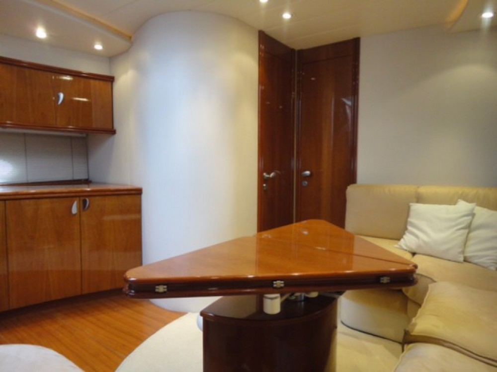 Motorboat for rent Frontignan at the best price