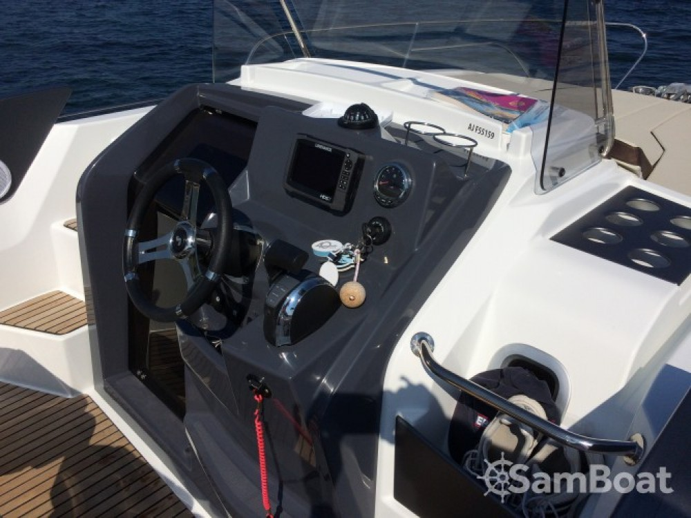 Rental Motorboat in  - Bénéteau Flyer 7