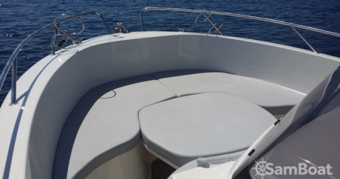 Motorboat for rent Golfe de Santa Giulia at the best price