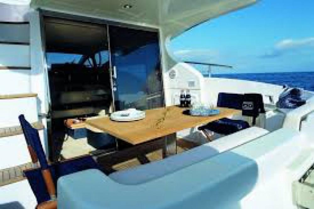 Boat rental Azimut Azimut 43 Fly in Cannes on Samboat