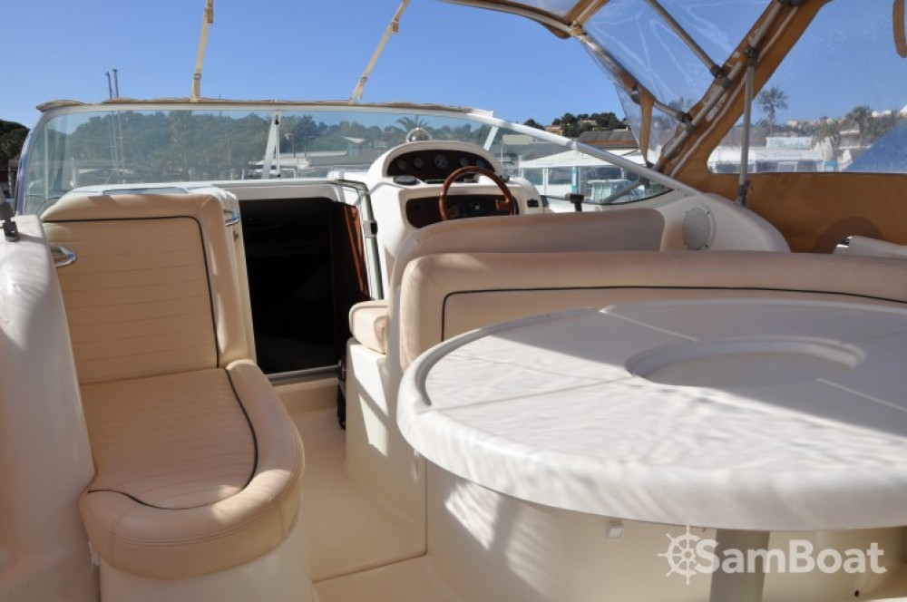 Motorboat for rent Cavalaire-sur-Mer at the best price
