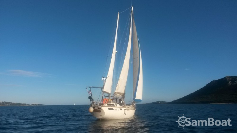 Alpha-Yatch CLIPPER 40 between personal and professional Porto-Vecchio