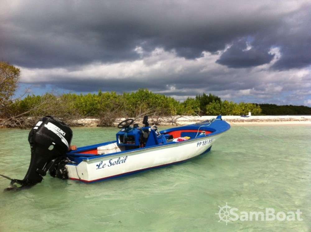 Motorboat for rent Baie-Mahault at the best price