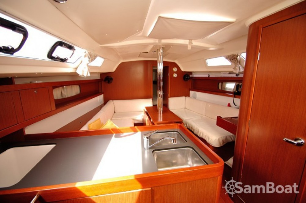 Rental Sailboat in Cagliari - Bénéteau Oceanis 34