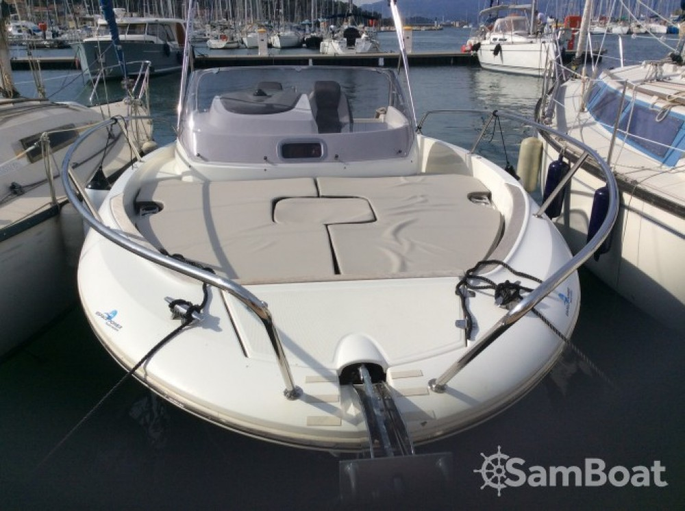 Boat rental Jeanneau Cap Camarat 7.5 WA in Saint-Mandrier-sur-Mer on Samboat