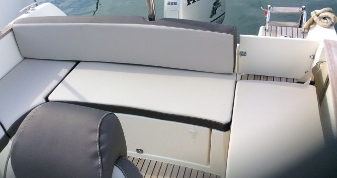 Rental Motorboat in Saint-Mandrier-sur-Mer - Jeanneau Cap Camarat 7.5 WA