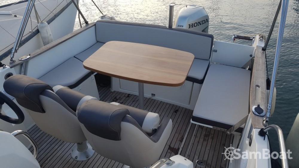 Motorboat for rent Saint-Mandrier-sur-Mer at the best price