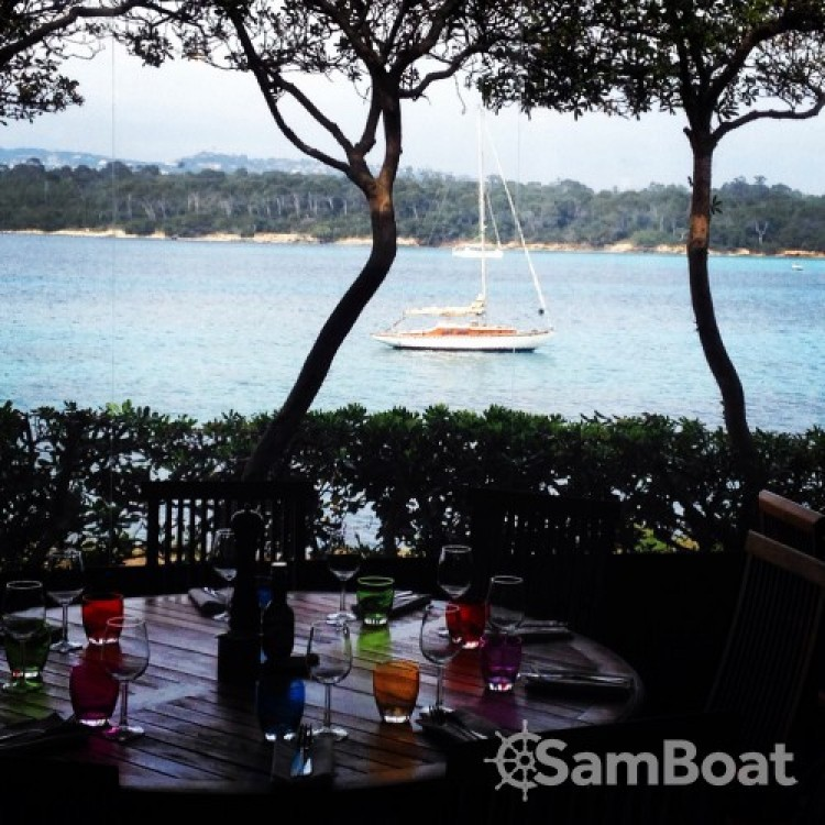 Rental yacht Antibes - Eugene-Cornu Classic Sloop 37 on SamBoat