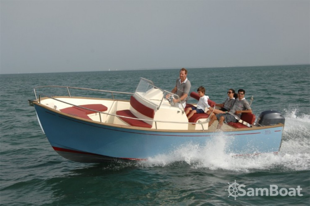 Hire Motorboat with or without skipper Rhea-Marine Saint-Martin-de-Ré