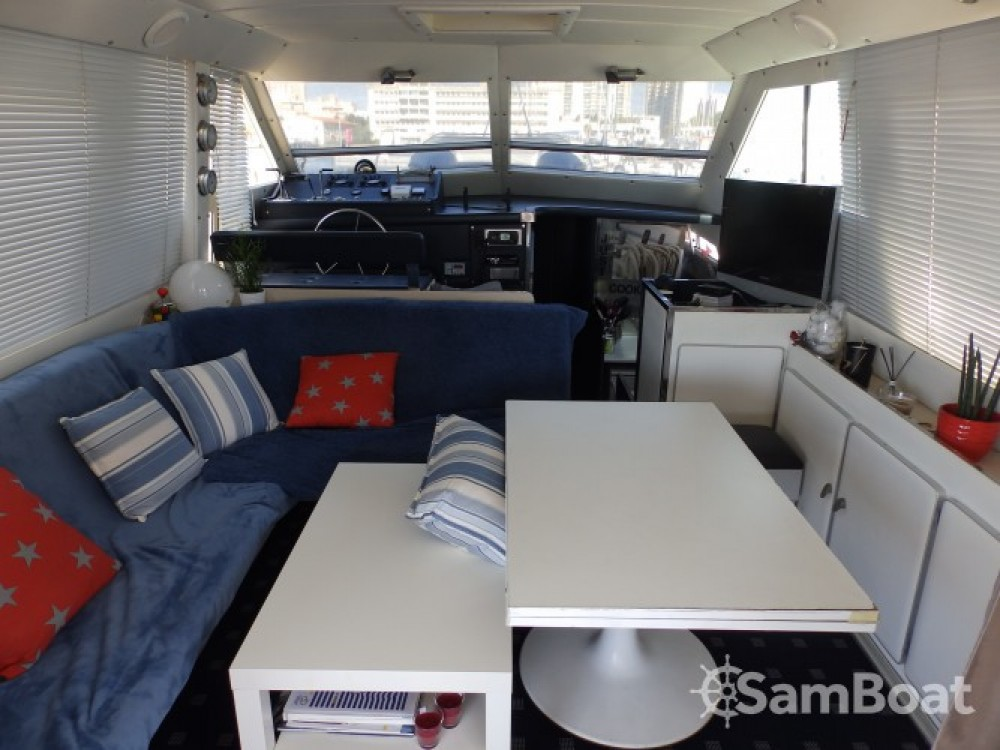 Motorboat for rent Toulon at the best price