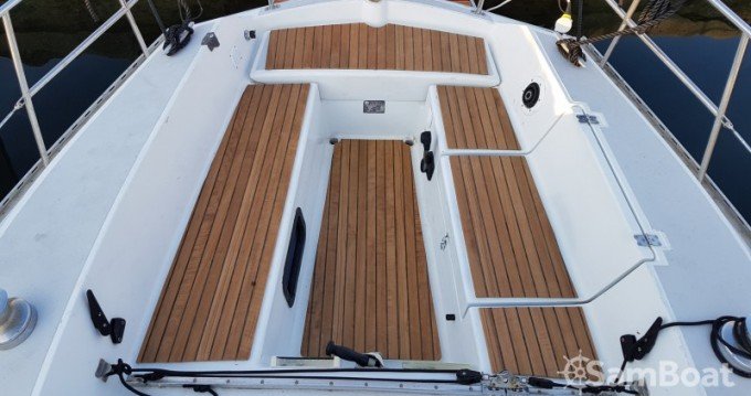 Sailboat for rent Solenzara at the best price