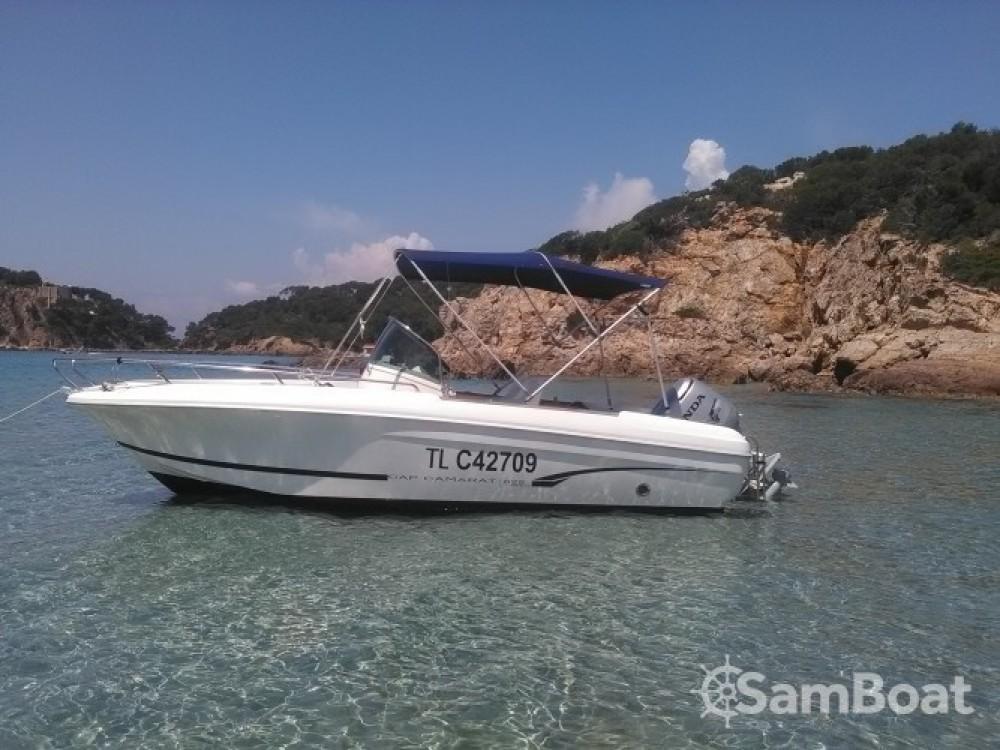 Boat rental Jeanneau Cap Camarat 625 in Hyères on Samboat