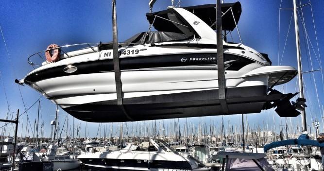 Boat rental Crownline Crownline 250 CR in Antibes on Samboat