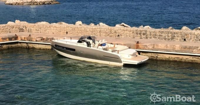 Rent a Invictus  280 GT Beaulieu-sur-Mer