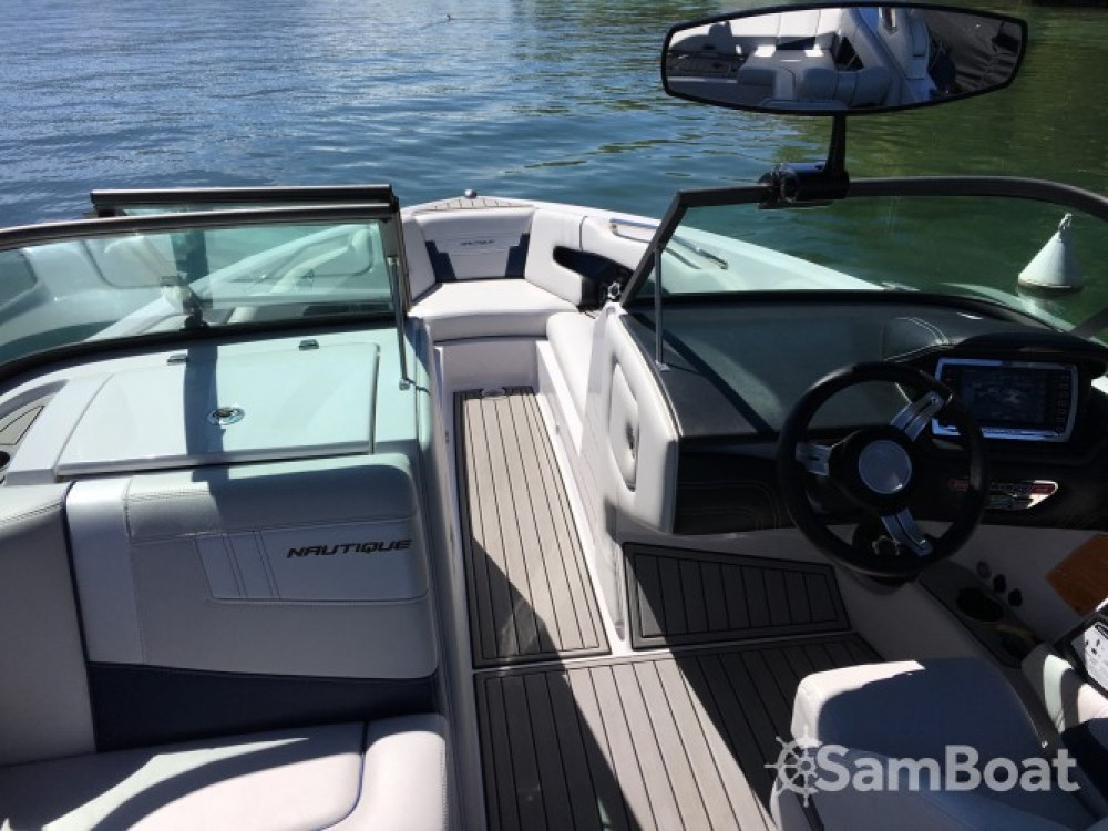 Rental Motorboat Nautique Correct Craft with a permit