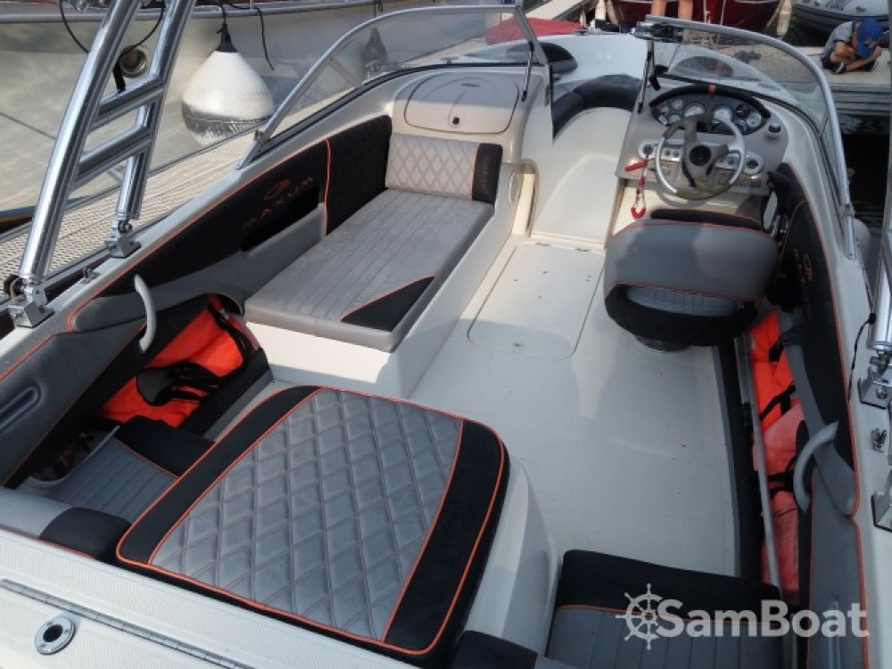 Motorboat for rent Saint-Victor-sur-Loire at the best price