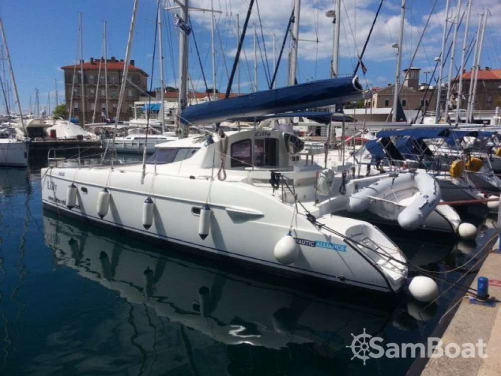 Rental Catamaran in Grad Pula - Fountaine Pajot Lavezzi 40