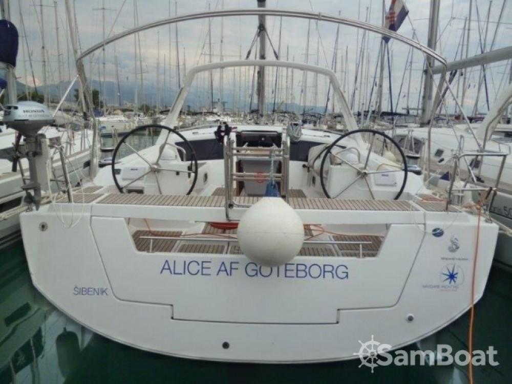 Boat rental Bénéteau Oceanis 48 in Seget Donji on Samboat