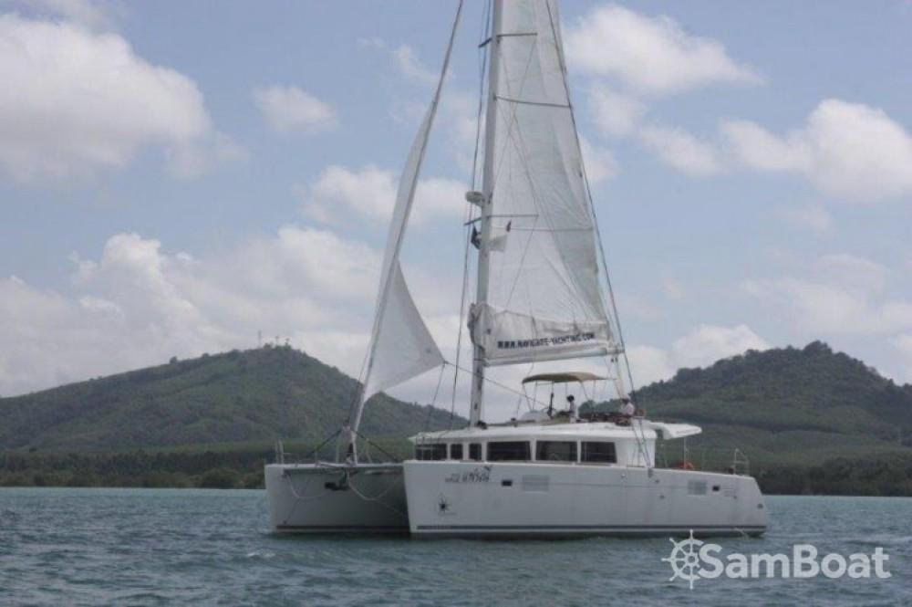 Boat rental Phuket cheap Lagoon 450
