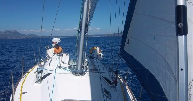 Boat rental Bénéteau First 33.7 in Toulon on Samboat